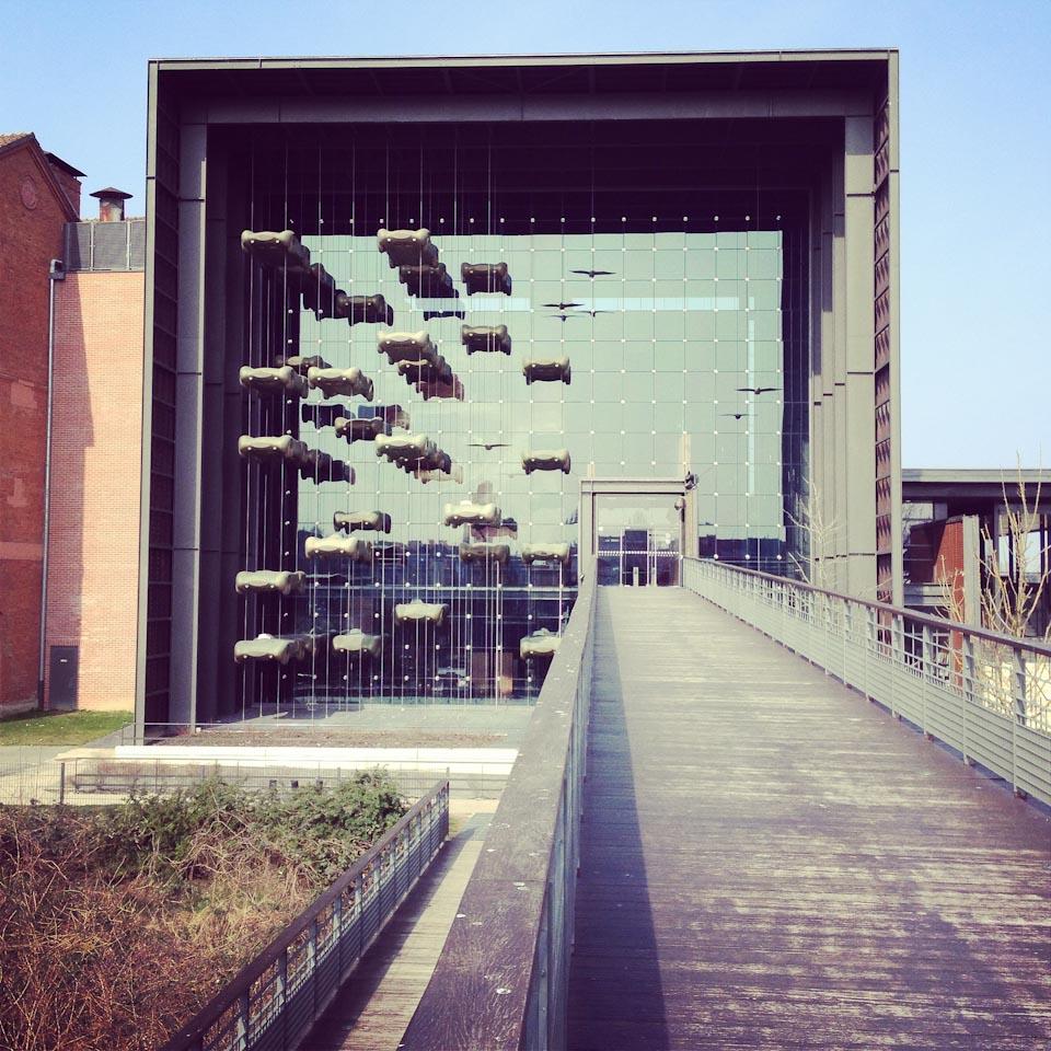 Der Eingang des Schlumpf Museum in Mulhouse