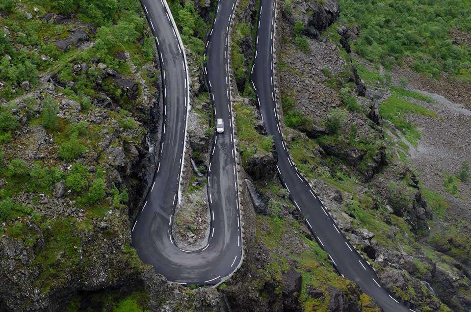 die wahnsinnigen kurven des Trollstigen in Norwegen