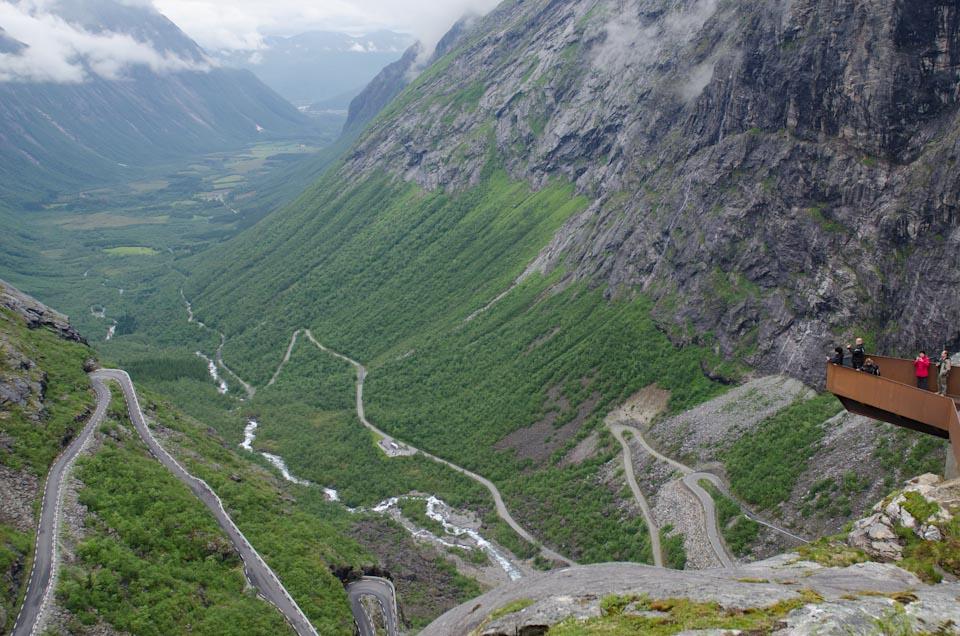 der Aussichtspunkt des Trollstigen Blick auf die Passstraße