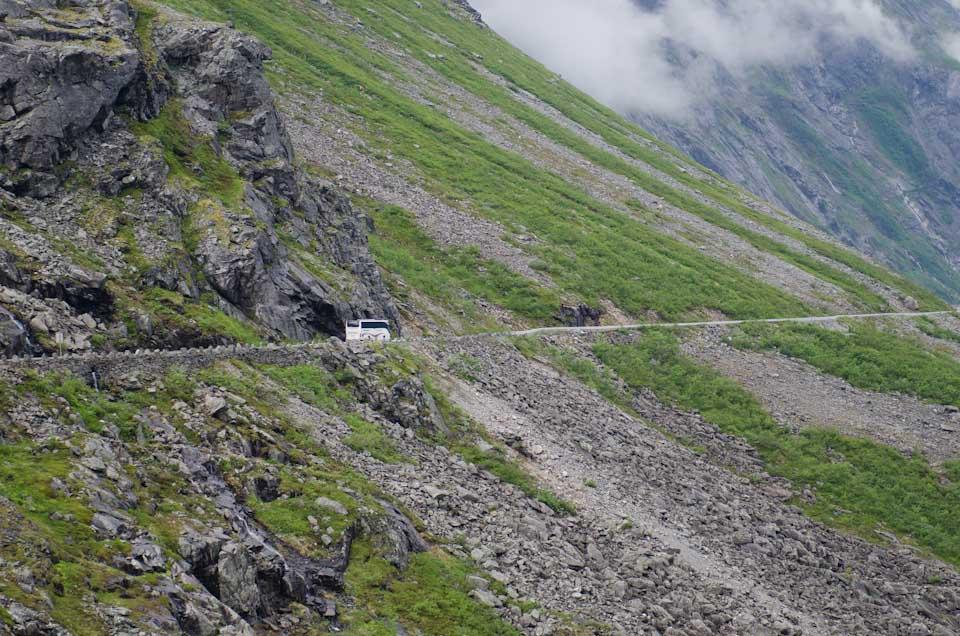Bus auf dem Trollstigen Norwegen