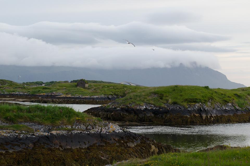 mittsommernacht auf haholmen in norwegen haholmen havstuer atlantikstraße