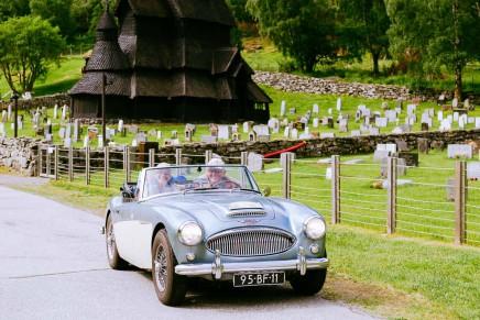 Carspotting vor der berühmtesten Kirche Norwegens