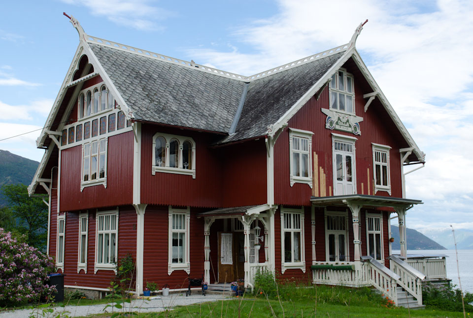 die drachenh user von balestrand norwegen der sognefjord familienreiseblog k ln format. Black Bedroom Furniture Sets. Home Design Ideas