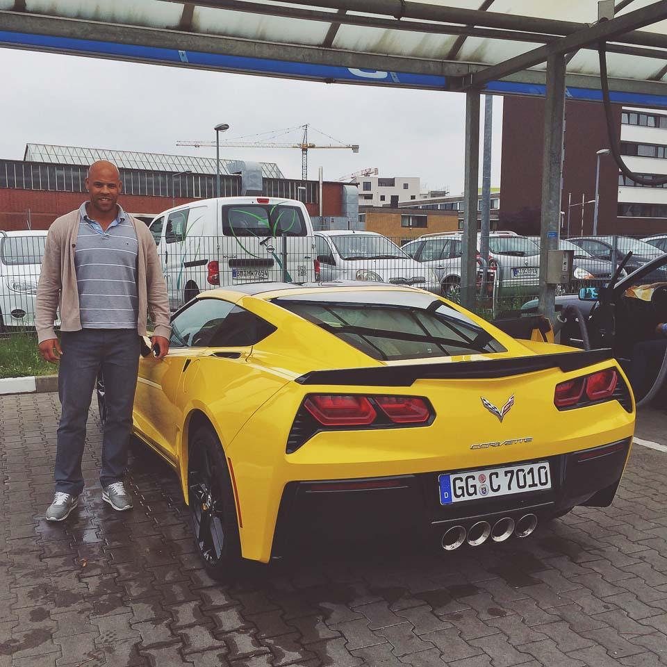 Mit einer Corvette C7 trifft man viele Menschen