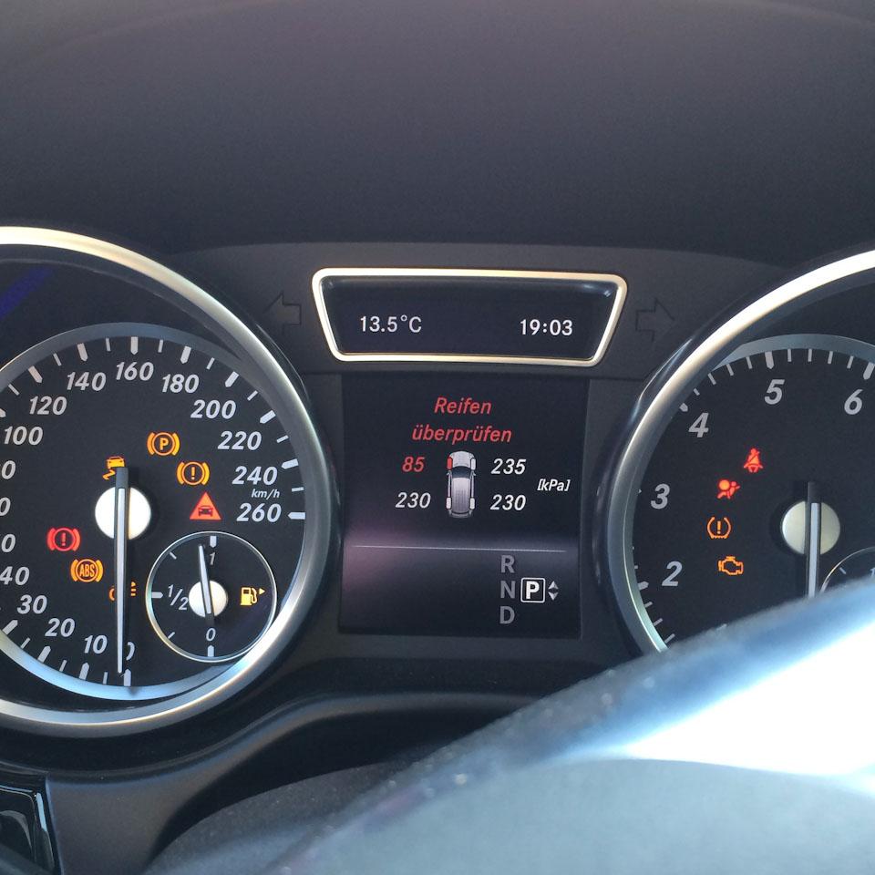 Reifen überprüfen Warnzeichen im Mercedes-Benz ML