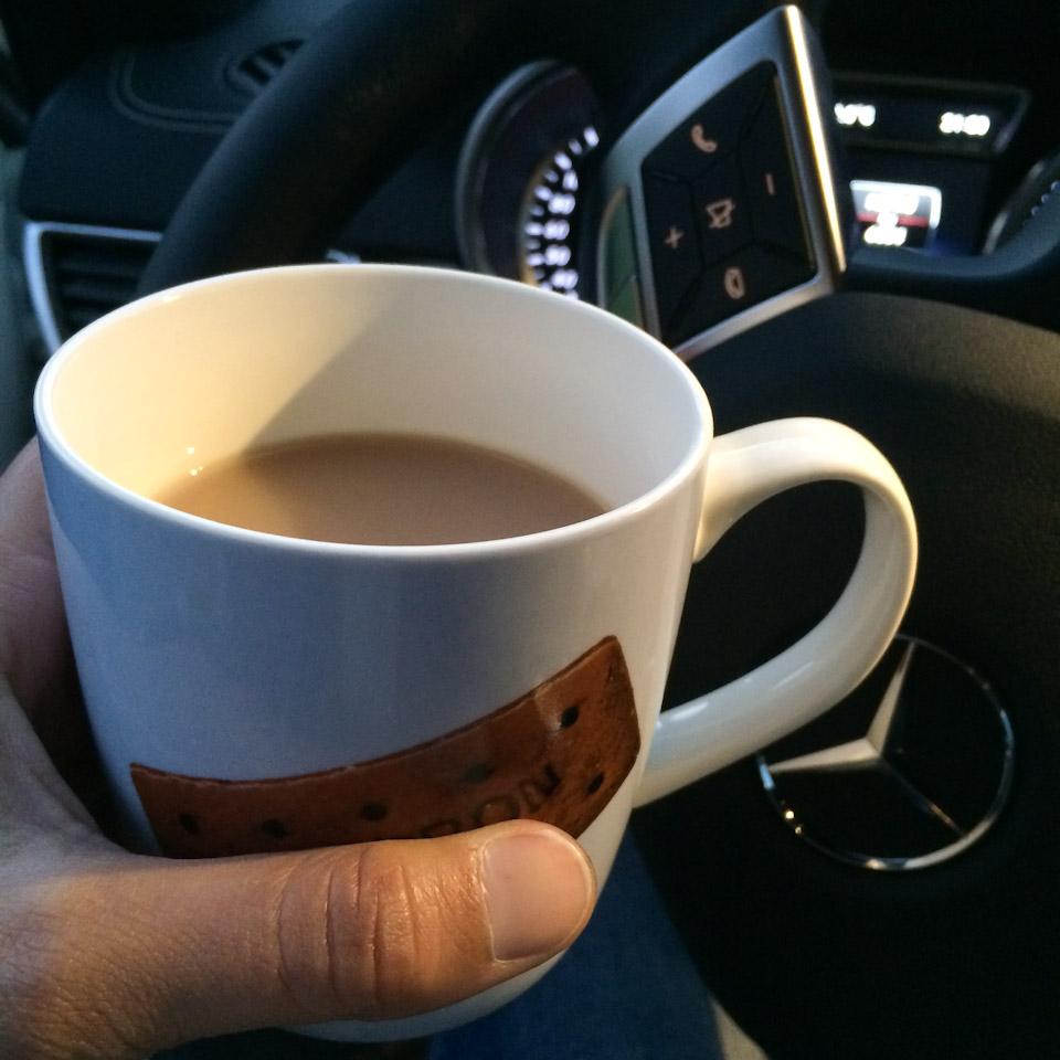wärmender Kaffee von sehr lieben Menschen bei meiner Reifenpanne