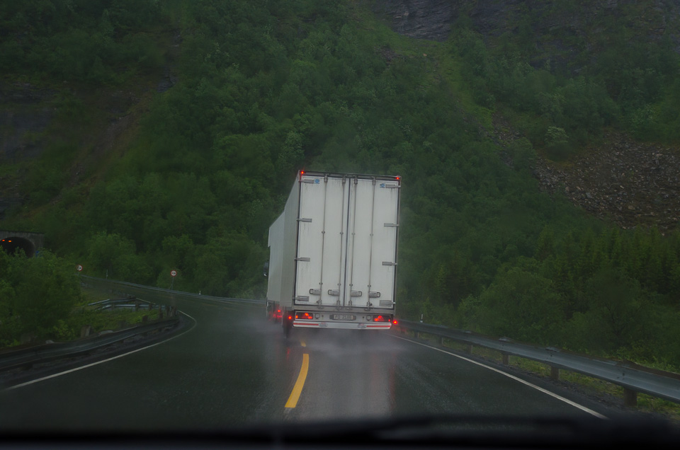 heftiger Regen und schlechte Straßenverhältnisse in Norwegen