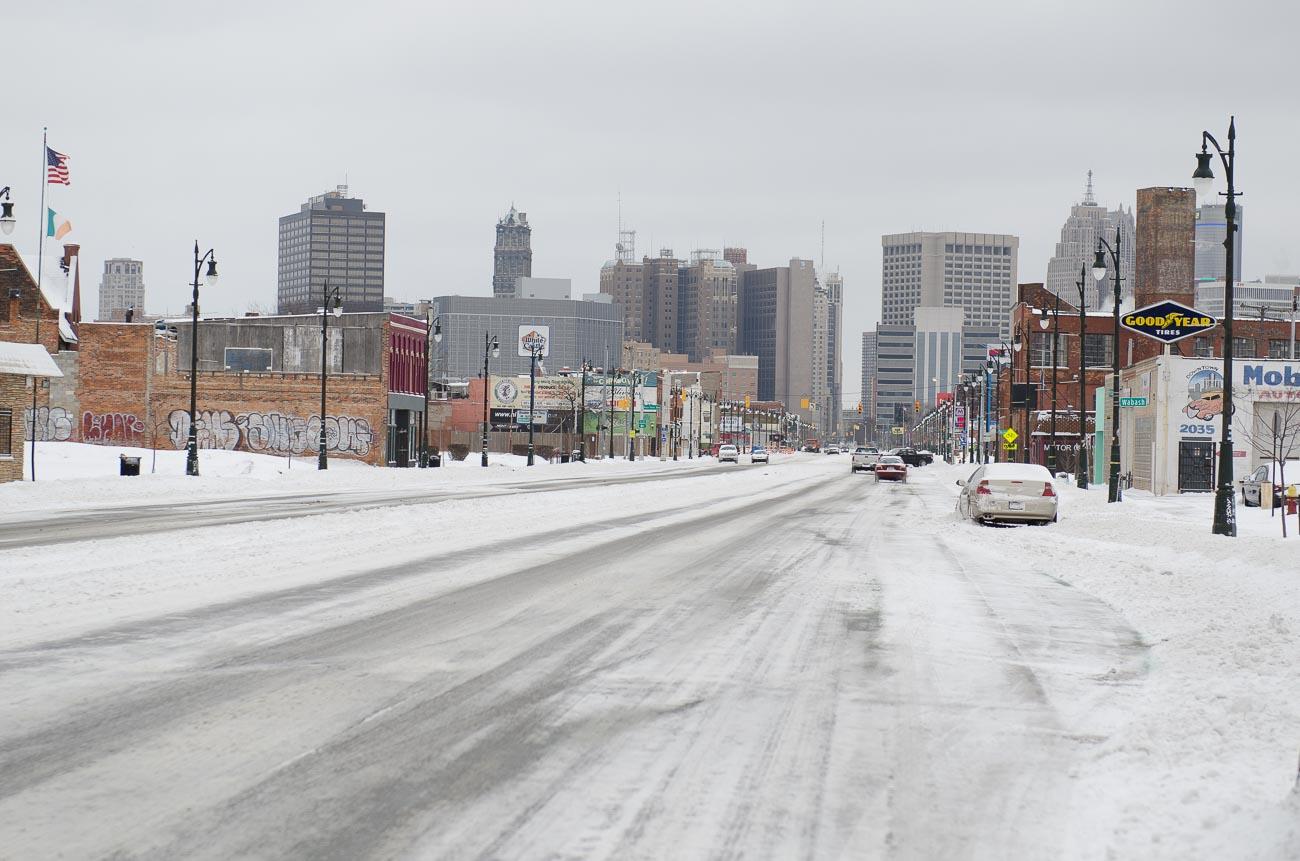Reiseführer Detroit Michigan Avenue schneebedeckt