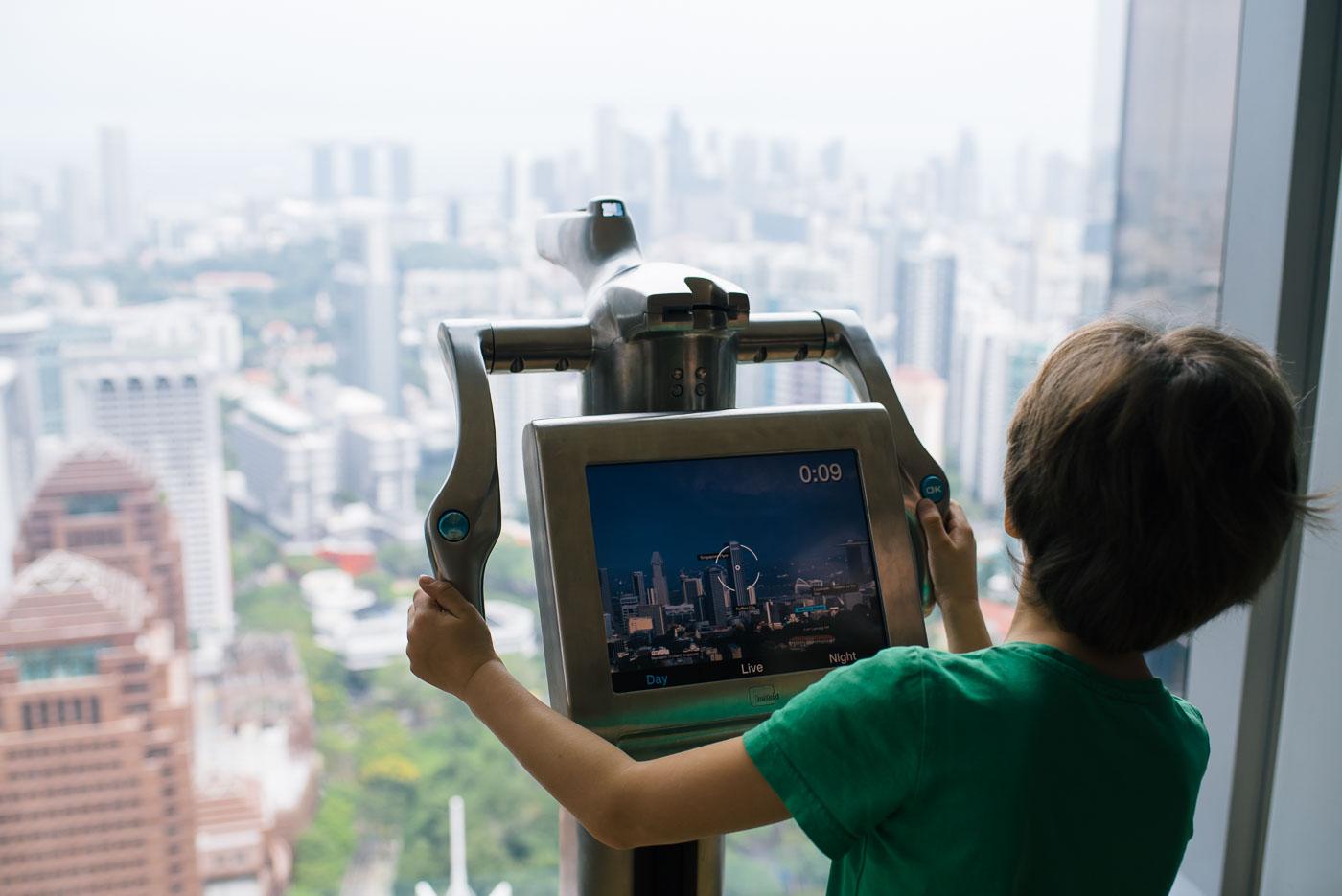 Singapur Sehenswürdigkeiten - Ion Sky mit Kind
