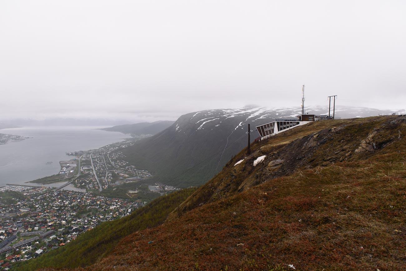 Tromsø von oben - Blick auf die Seilbahnstation