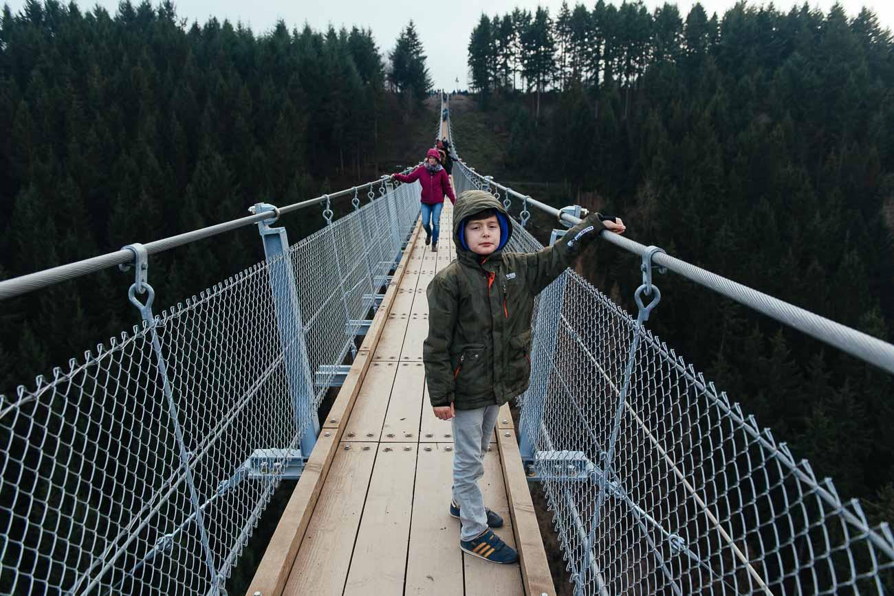 Mit Kids auf der Geierlay Brücke