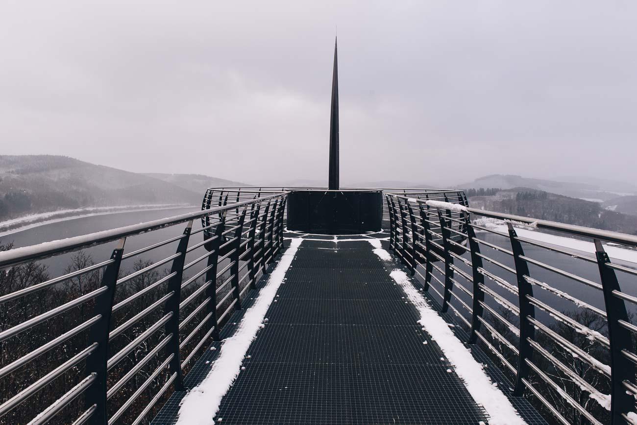 Die Nadel des Skywalk Biggesee, Aussichtspunkt Biggetalsperre