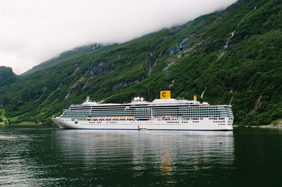 Kreuzfahrtschiffe im Geirangerfjord